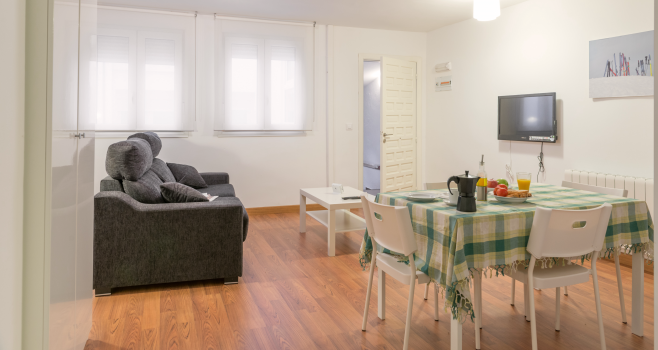 http://www.apartamentosencandelario.es/wp-content/uploads/2016/09/apartamentos-en-candelario-bejar-salamanca-la-covatilla-estudio-apartamento-casa-rural-2.png